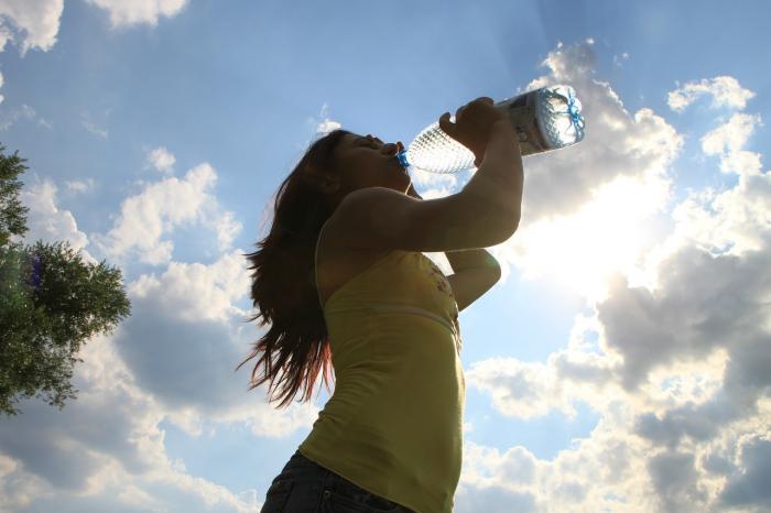 Pomůže pitný režim hyperaktivnímu močovému měchýři?