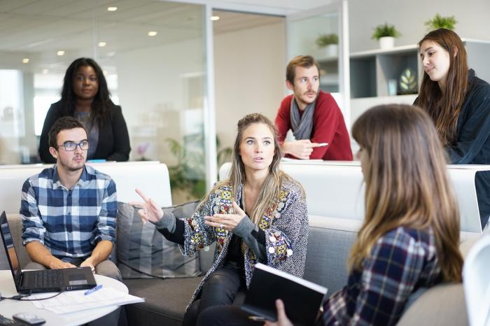 Jak si poradit s negativním kolegou na pracovišti?