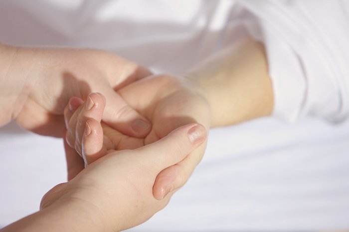 Mravenci v ruce - syndrom karpálního tunelu